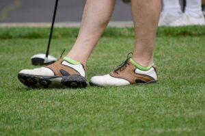 Trägst du die richtigen Golfschuhe, wenn du Golf spielst?